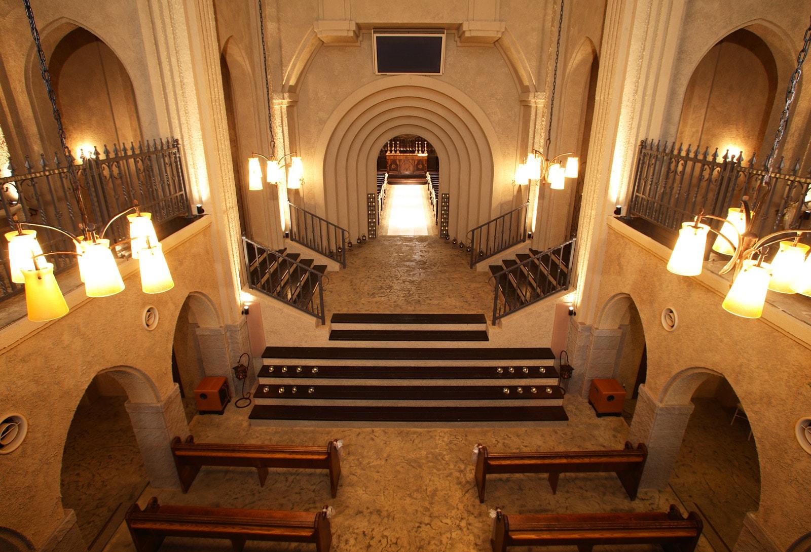 97e656a7cb125 ... 披露宴会場  荘厳な雰囲気の石の教会サンクチュエル大聖堂 ...